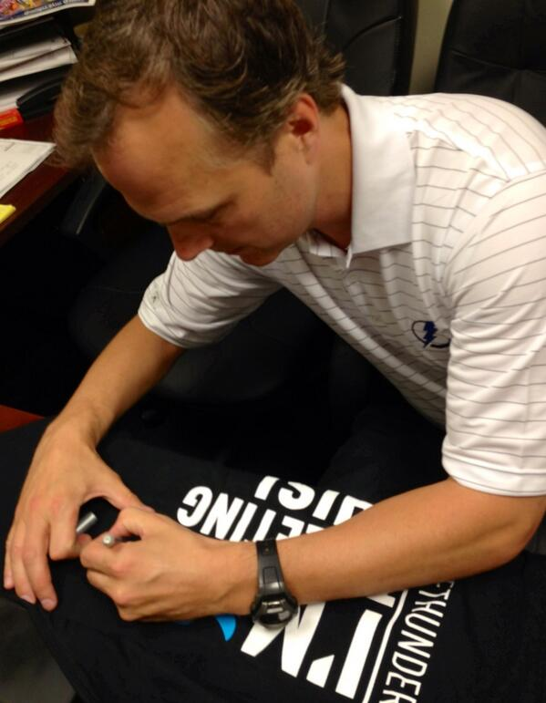 Coach Cooper gets started with his twitter chat by autographing an official #TBLightning #TwitterTee for a lucky fan pic.twitter.com/AqSV6vVJum