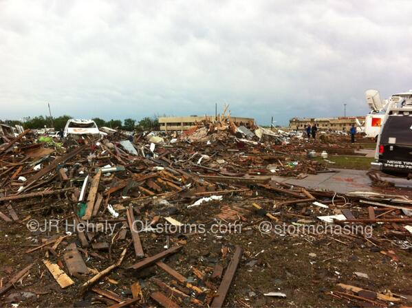 Row of former houses at 4th and Telephone Road in #Moore, Oklahoma #okwx #tornado pic.twitter.com/F0ex58dNH6