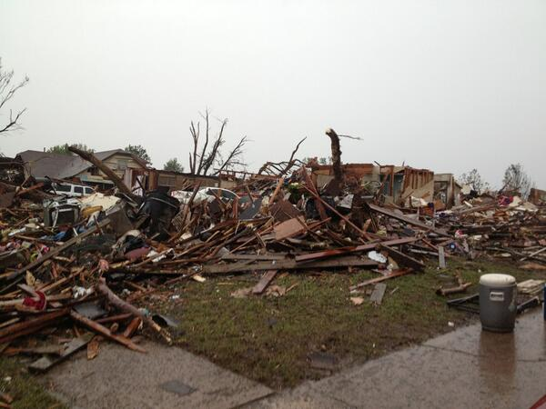 One resident told me this is his 8th tornado - and his house is still standing. Hundred of homes and businesses gone pic.twitter.com/9sWa0k1p1J