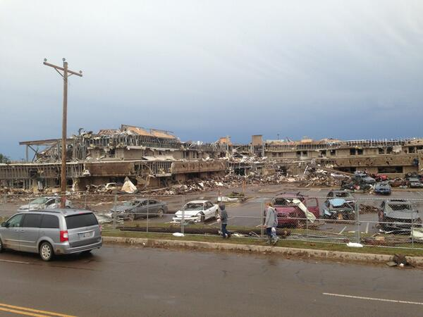 Heavy damage to Moore Medical Center. #MooreOK pic.twitter.com/abBcYB7cwH