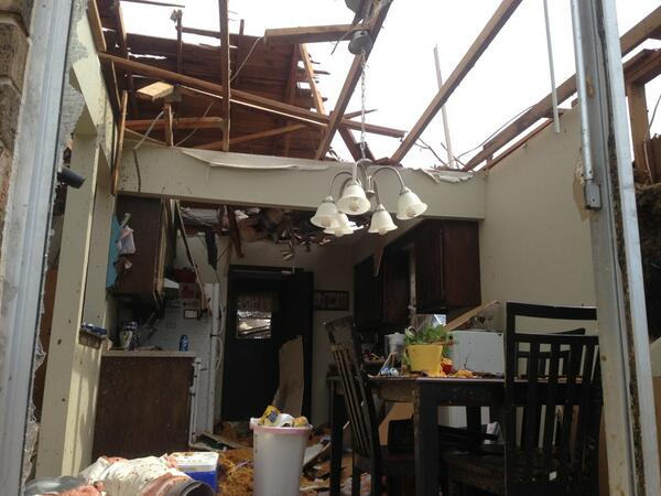 Kitchen chandelier untouched, but the roof is gone. #MooreOK pic.twitter.com/JKhtAfcAM6