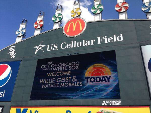 Chicago White Sox welcomes @NMoralesNBC & @WillieGeist #TodayinChicago pic.twitter.com/UqF7tOOiQD