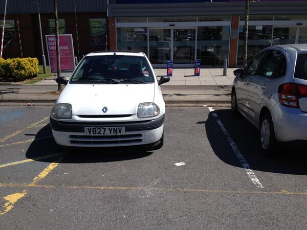 V827 YNV displaying Selfish Parking