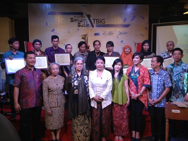 Foto bersama pemenang, 10 Finalis, Dewan Juri & Tower Bersama Group #BatikTBiG