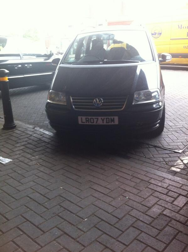LR07 YDM displaying Inconsiderate Parking