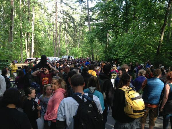 400 ppl here to reclaim Mount Doug to #PKOLS! pic.twitter.com/vD0KxUPL6E