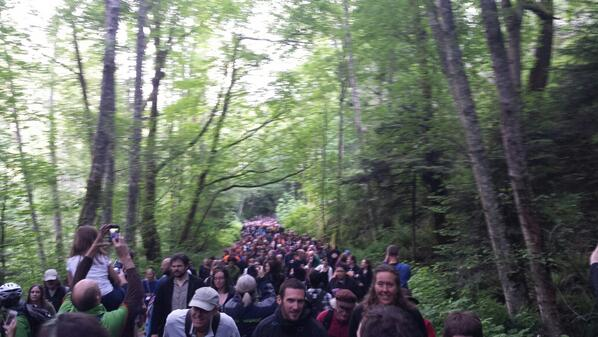 Close to 1000 turn out to witness #PKOLS being reclaimed! #solidarity #idlenomore pic.twitter.com/NWiCpKmdJo