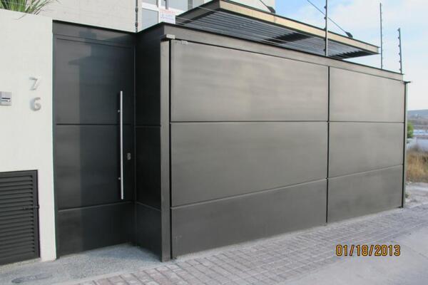 Jcb arq industrial on twitter zagu n y puerta de for Puerta zaguan aluminio