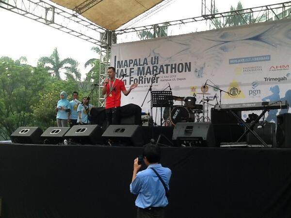 "Tak lupa Pak @AgusYudhoyono memberikan sambutan ""Charity Running"" Run For River pic.twitter.com/JhfvpUk7EE"