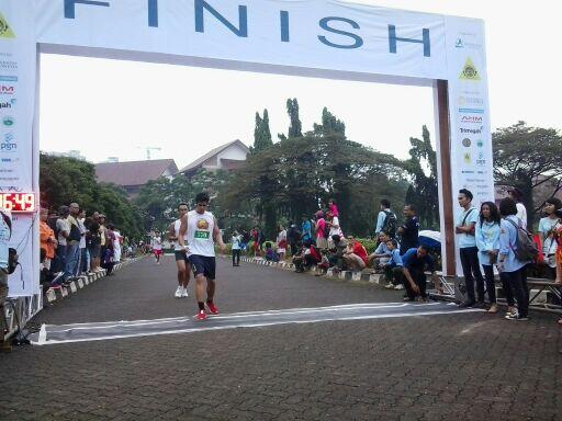 Ayo yang semangat yah kak lari @runforiver @Mapala_UI garis finish di depan matamu. ^^ pic.twitter.com/WeCV0yUxg3