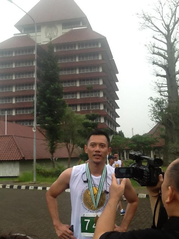 "Sesudah memasuki finish line, Pak @AgusYudhoyono memberikan sepatah dua kata tentang ""Run For River"" pic.twitter.com/vUPp2T9b3G"
