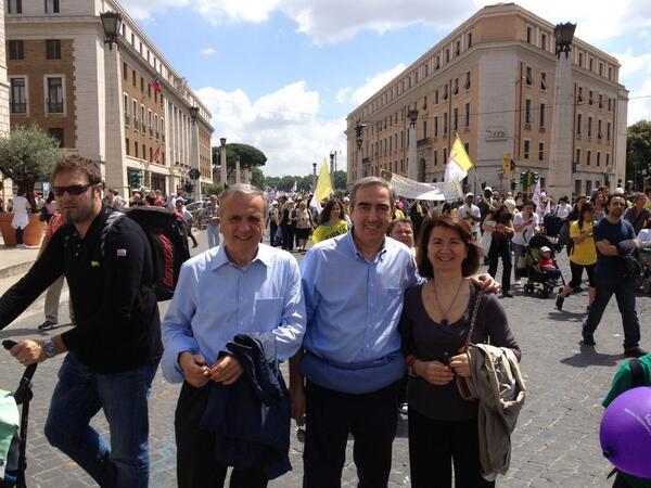 Con Sacconi e Roccella alla marcia per la vita oggi a Roma. Molto apprezzata la nostra presenza pic.twitter.com/eOp5GXqrq4
