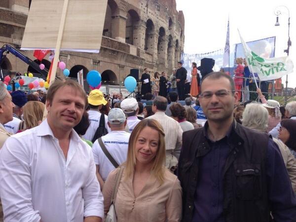 Alla #marciaperlavita con @Fedeiadicicco @lollobrigida4 pic.twitter.com/PTnSyQqt32