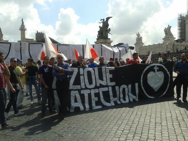 #marciateaffanculo fascisti alla #marciaperlavita pic.twitter.com/hzhB7Bx5rM