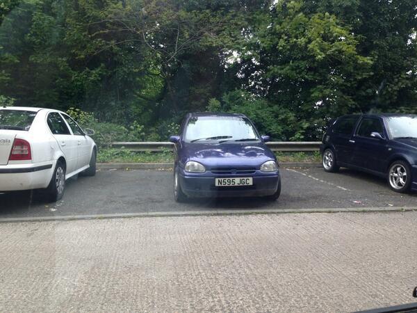 N595 JGC displaying crap parking