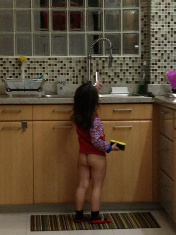 Roman Rauseo On Twitter Limpiando La Cocina Desnuda Hermano Jajaja