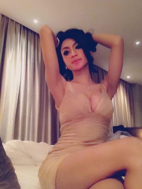 Foto Amel Alvi saat profesinya sebagai Model Seksi Majalah Popular