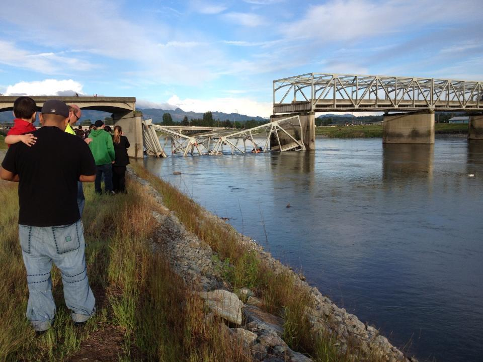 Photo: The Washington state collapsed bridge, via viewer Molly Olsen - @komonews
