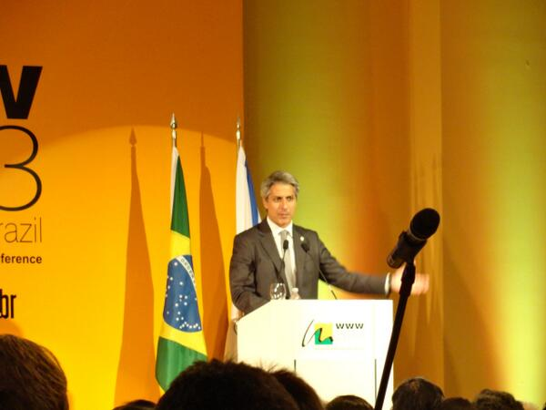 Dep. Alessandro Molon describing Brazils groundbreaking net neutrality legislation #www2013 pic.twitter.com/HYeFUsLu1L