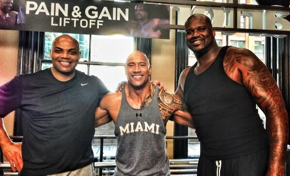 ¿Cuánto mide Dwayne Johnson (The Rock)? - Altura - Real height - Página 2 BKbZjHGCEAAr4iA
