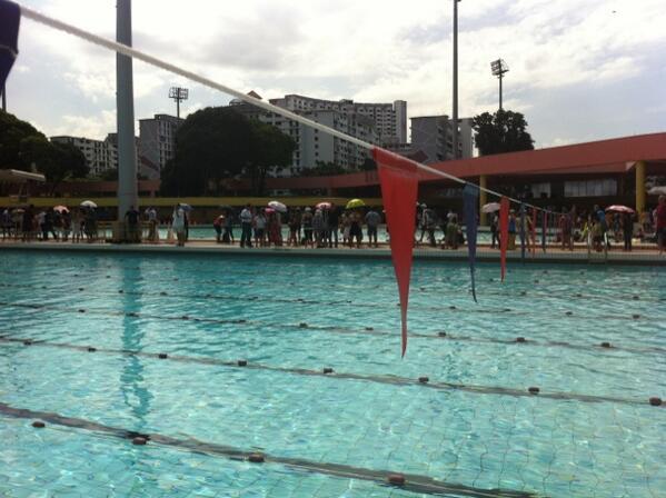 Swim gala going well but wayyyy too hot! pic.twitter.com/FlYM6zkojY