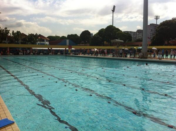 Grade 4 girls breaststroke under way! 50 meters is a long way! pic.twitter.com/Dzdd4jAauP