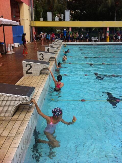 Grade 5 girls waiting for next race! pic.twitter.com/19JzAqGh5j