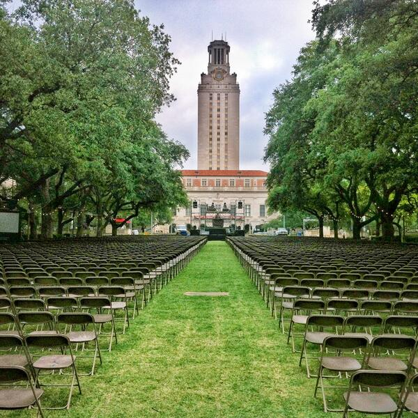 Congrats to all our graduating #Longhorns. Remember that what starts here changes the world. #UTGrad pic.twitter.com/TMtSsHWujo