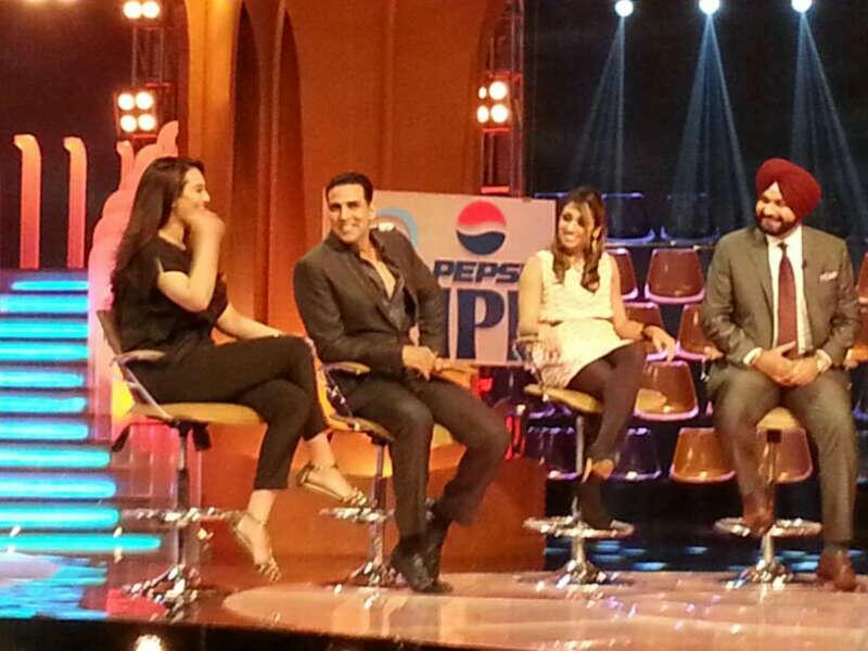 Akshay kumar and Sonakshi sinha at ipl 2013 extra innings to Promote OUATIMA with Navjot Singh Sidhu