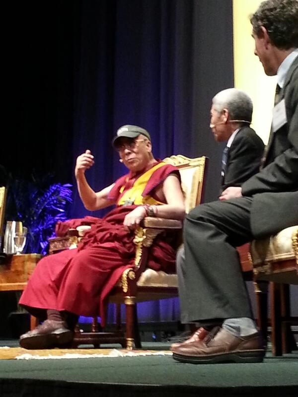 His Holiness the Dalai Lama is here! With a Tulane visor on! #dalailamanola pic.twitter.com/hyx19lSyvw