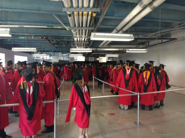 A sea of red full of @BUManagement #MBA and #Doctoral students ready to graduate!!! Congrats! #BU2013 #BUMBA2013 pic.twitter.com/yIR2j55lxK