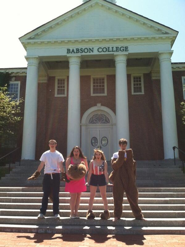 Congratulations to the graduating #babson2013 Biz Squad! #beaverpride pic.twitter.com/s3LP24awQo