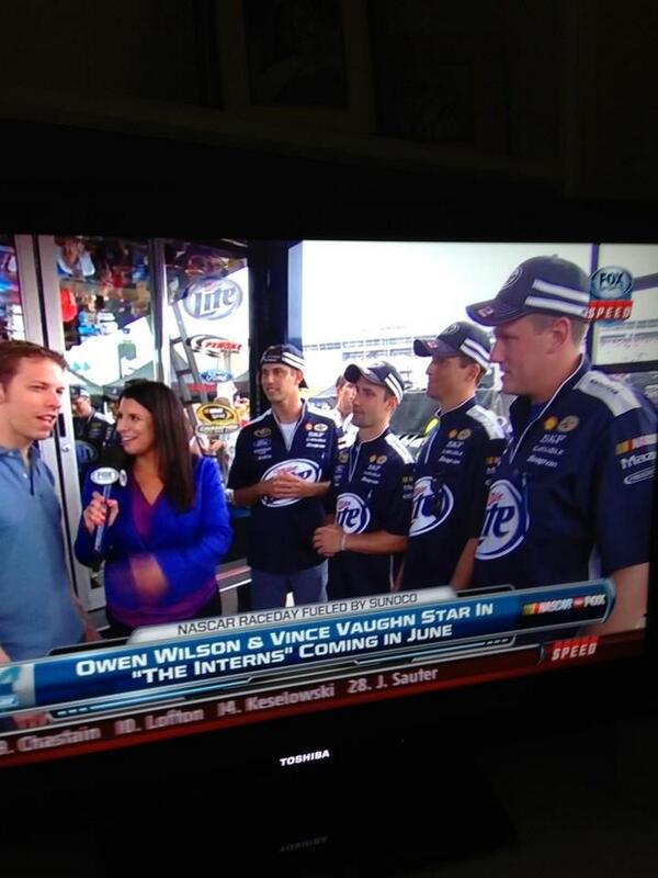 Live SPEED Channel with @keselowski thanks 4 the tour of the hauler Brad @Will_Chrystal @John_Mac26 @Zimmer_Monster pic.twitter.com/oB1NnXmznj