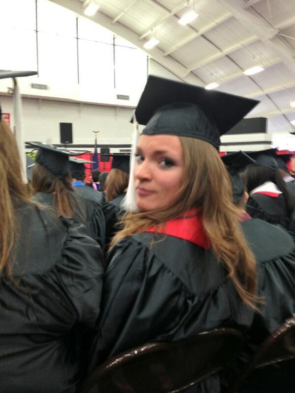 @katesmithLIVE #graduation pic.twitter.com/wp37xPpZ5w