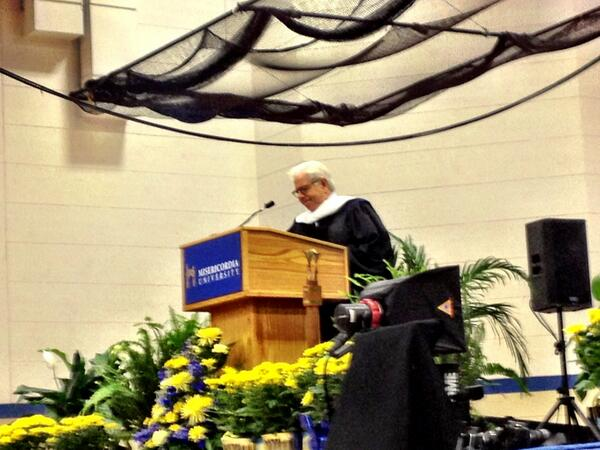 What a GREAT keynote speaker, Watergate reporter Carl Bernstein! #MUGrads pic.twitter.com/KOTjNRJYxU