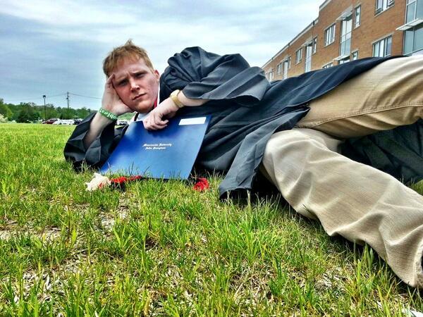 Casual Graduation Pose #MUGrads pic.twitter.com/mcLljmrieK