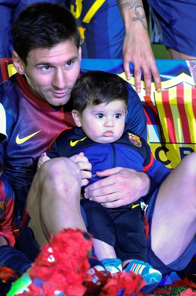 El hijo de Messi pide chopsLionel Messi Wife And Son