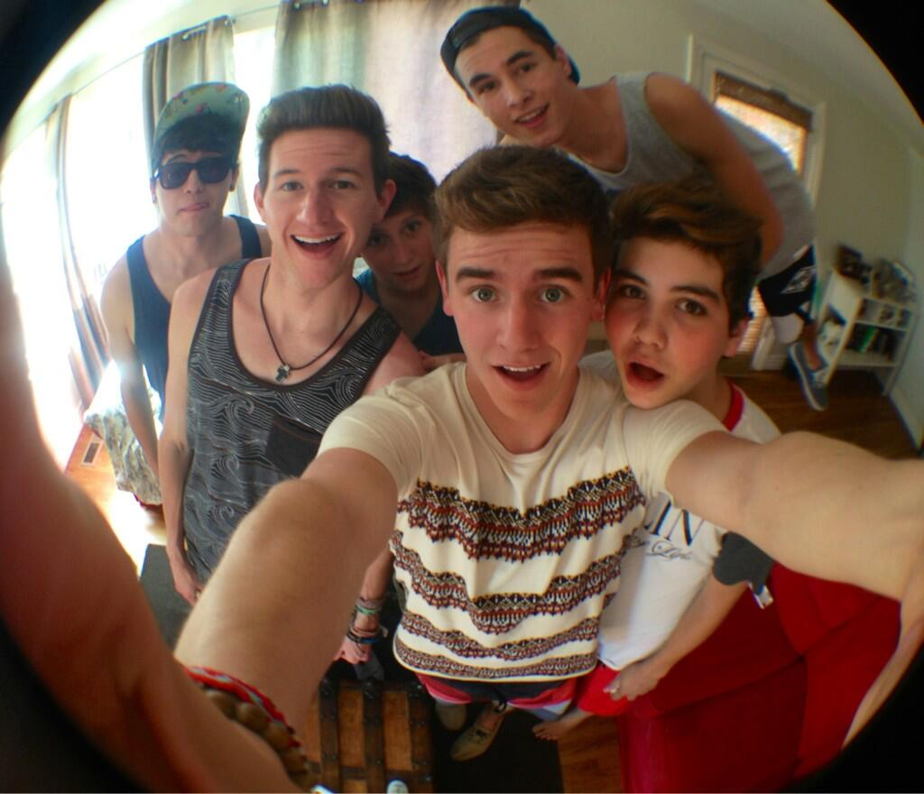 "con on Twitter: ""all of o2l reunited at lasttttt http://t ..."