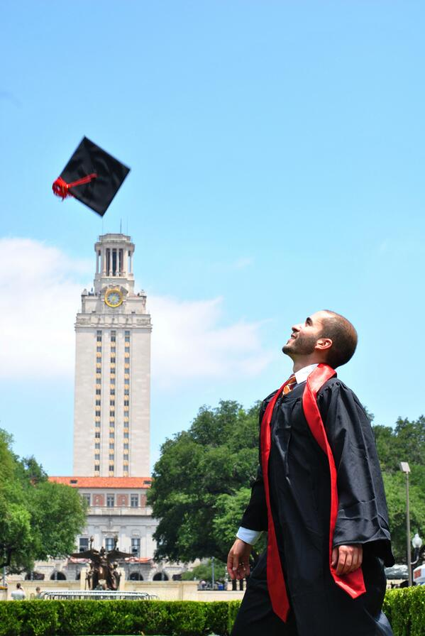 #UTGrad pic by the @UTAustin Tower. #HookEm #Proud pic.twitter.com/SiGhJOaR91