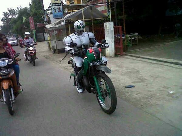 Uzivatel Winarto Na Twitteru Cc Macanbetiri Luckylombu Ksatria Baja Hitam Dan Belalang Tempur Versi Jakarta D Http T Co C3aasmrnrf