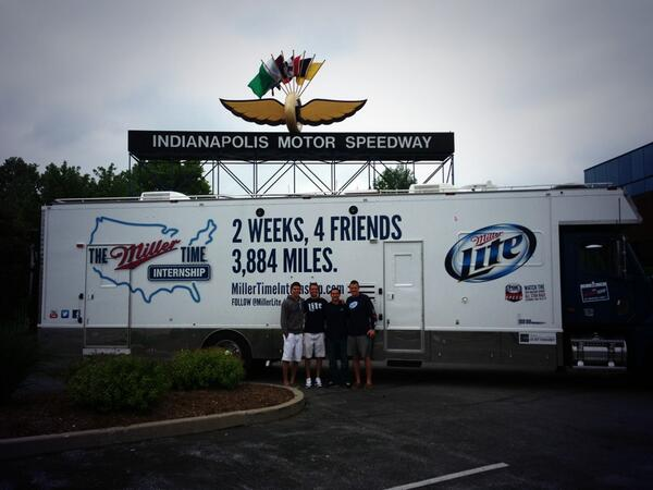 Quick pit stop in Speedway #ItsMillerTime @MillerLite pic.twitter.com/5YOuacjmze