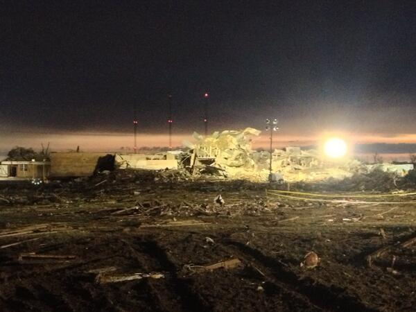 As dawn arrives, a new look at flattened Plaza Towers Elementary School in Moore, #oklahoma http://pic.twitter.com/zgCL5KupAh