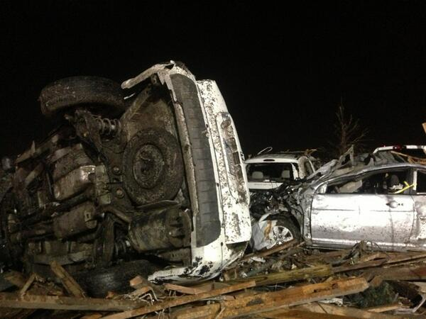 Some more images from Moore, OK earlier this morning.  #MooreOK pic.twitter.com/4ZPEDxq8tk