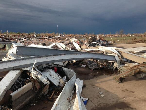 Where I'm standing is a heart crushing view... Be praying! #Pray4Moore  #Pray4Oklahoma http://pic.twitter.com/e7YYBFxPjj