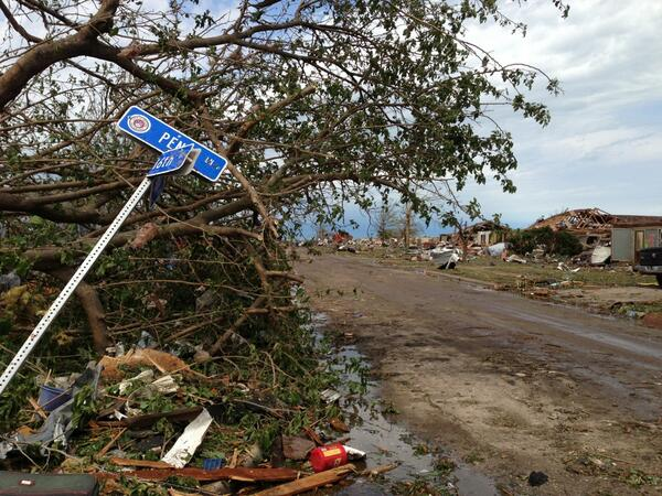 The devastation continues around every corner. Text STORM to 80888 to donate $10 today. pic.twitter.com/Fcnn3sdv8a #Moore #SalvationArmy