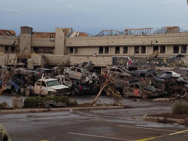 The car pileup in Moore Medical Center parking lot. http://pic.twitter.com/nF0WD2wVcs