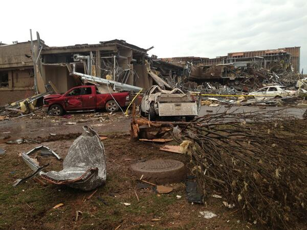 Wreckage of Moore Medical Center after Mondays devastating tornado. #OKTornado @ksdknews pic.twitter.com/3bFBQnoVXP