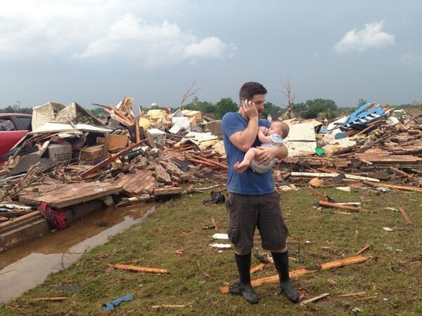 Joey Wallace stands by his levelled home in #Moore #Oklahoma. Tonight he tells us how his family survived #tornado. pic.twitter.com/QbnDOQ3Xpm