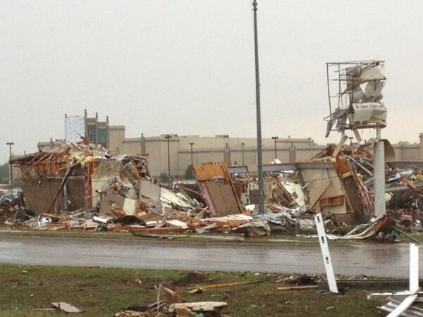 These were businesses 24 hours ago.  #moore #kmov pic.twitter.com/sp0H4BDrhW