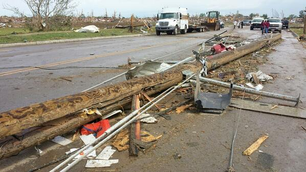 Street littered with debris. Residents had lots to walk around on their way back to their homes. #Moore http://pic.twitter.com/2f65OMcHdI